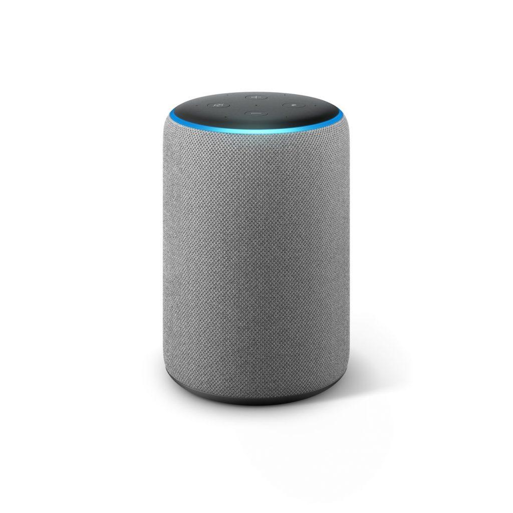 Hlasový asistent Amazon Echo, který slyší na jméno Alexa, v šedém provedení