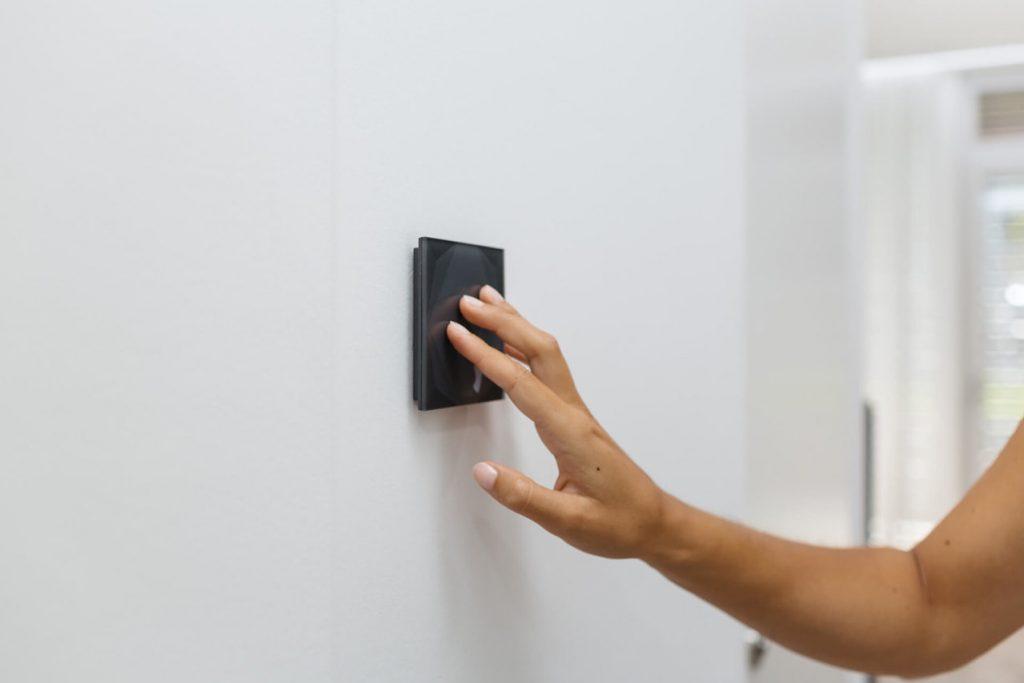 Chytré vytápění přes nástěnné tlačítko