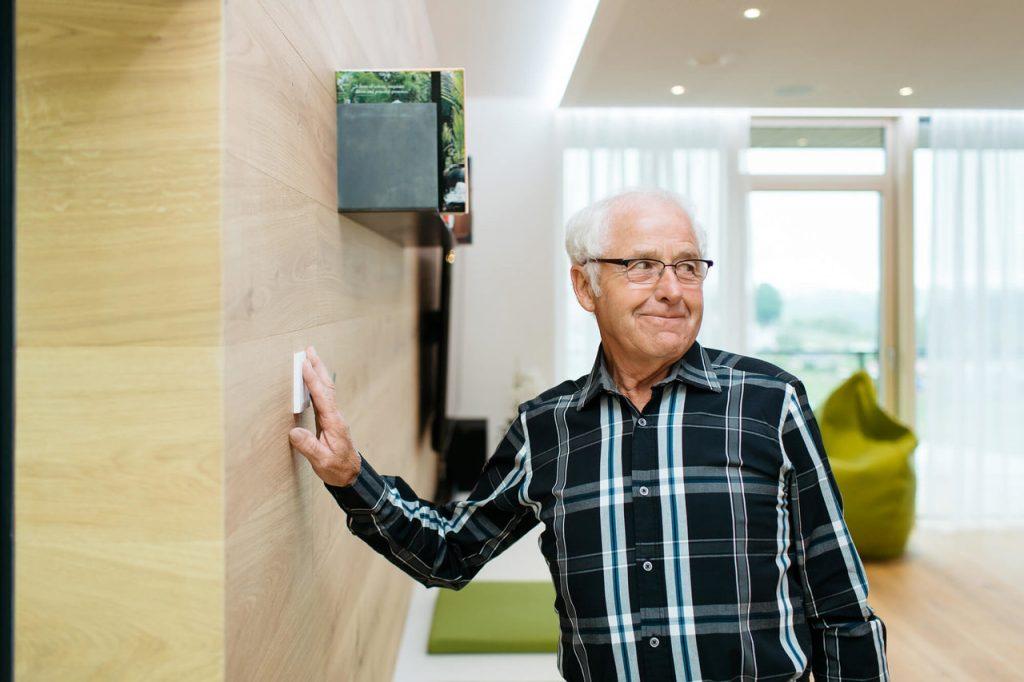 Zabezpečení domu přes nástěnné tlačítko