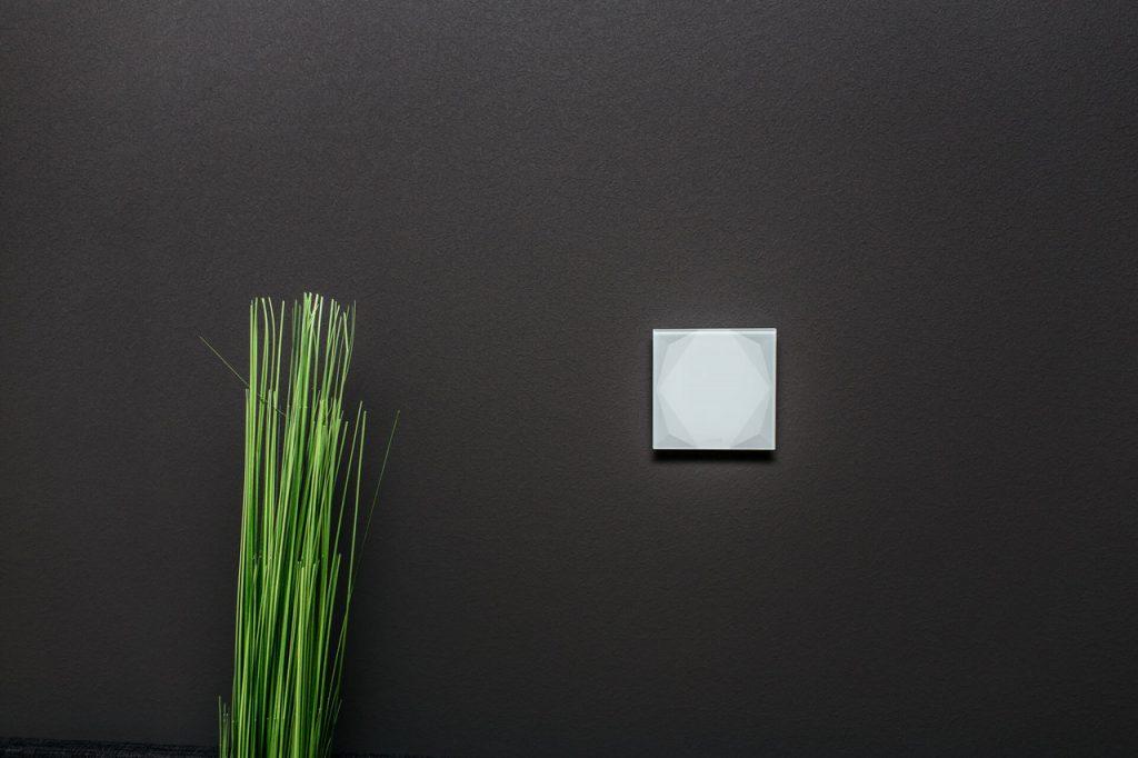 Chytré nástěnné tlačítko pro ovládání domu