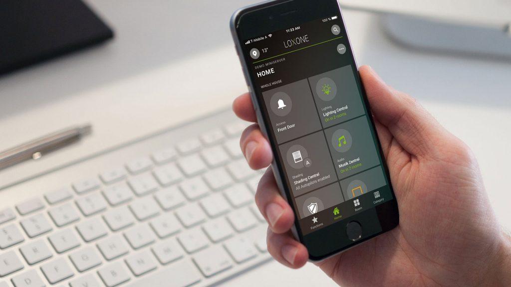 Inteligentní ovládání přes mobilní aplikaci doma