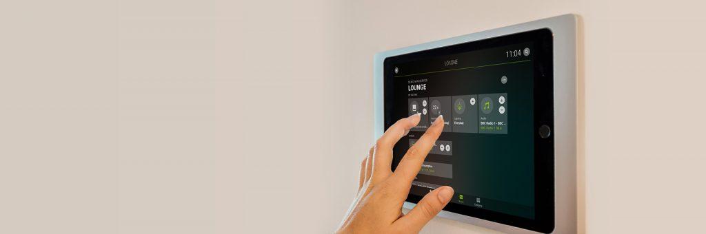 Inteligentní ovládání přes nástěnný tablet