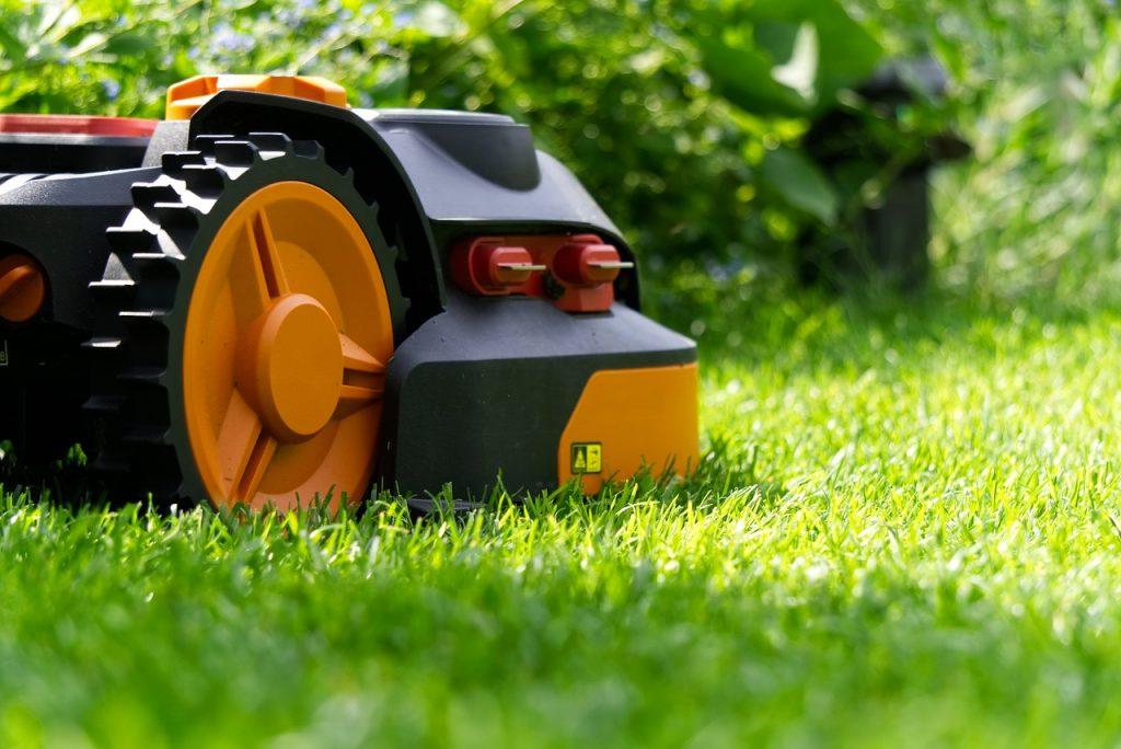 Robotická travní sekačka