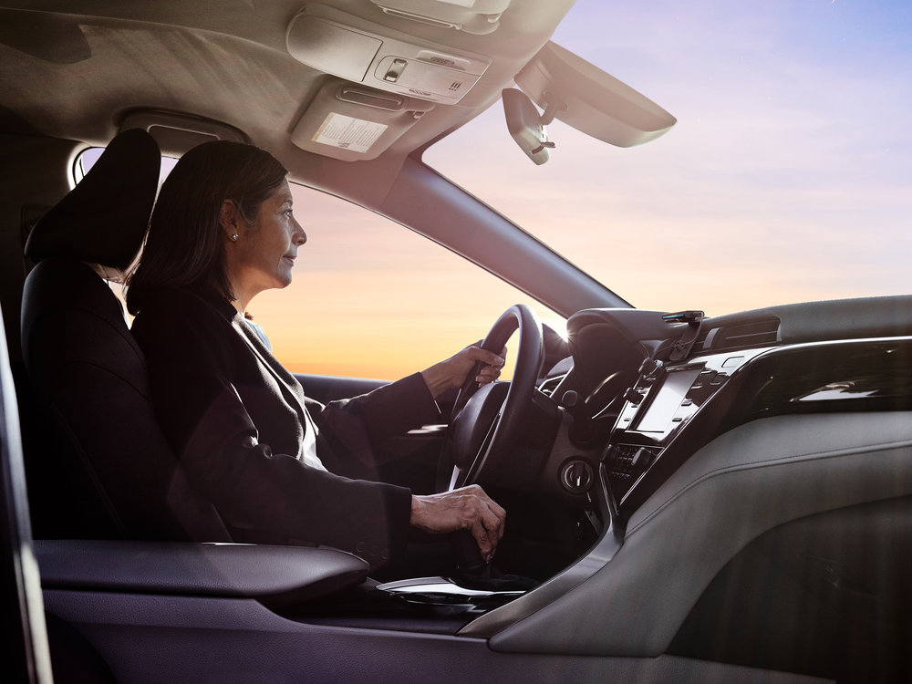 Hlasový asistent Amazon Echo v autě