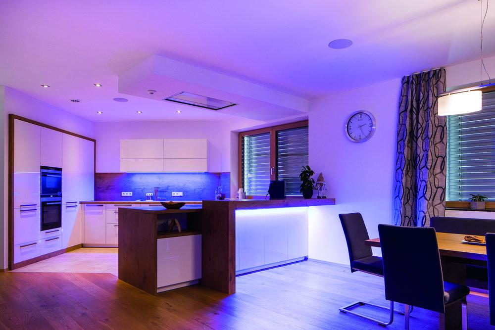 Modrá barva světla v kuchyni