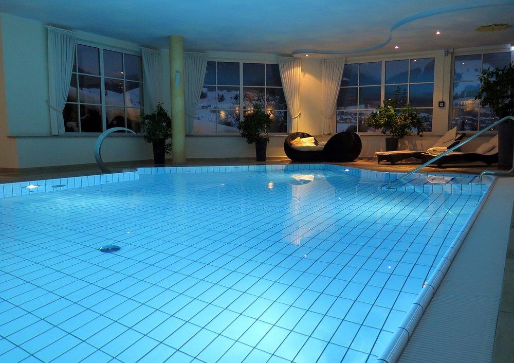 Krytý bazén v zimní krajině