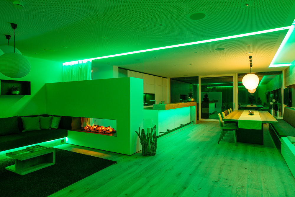 Zelená barva světla ve společenské místnosti
