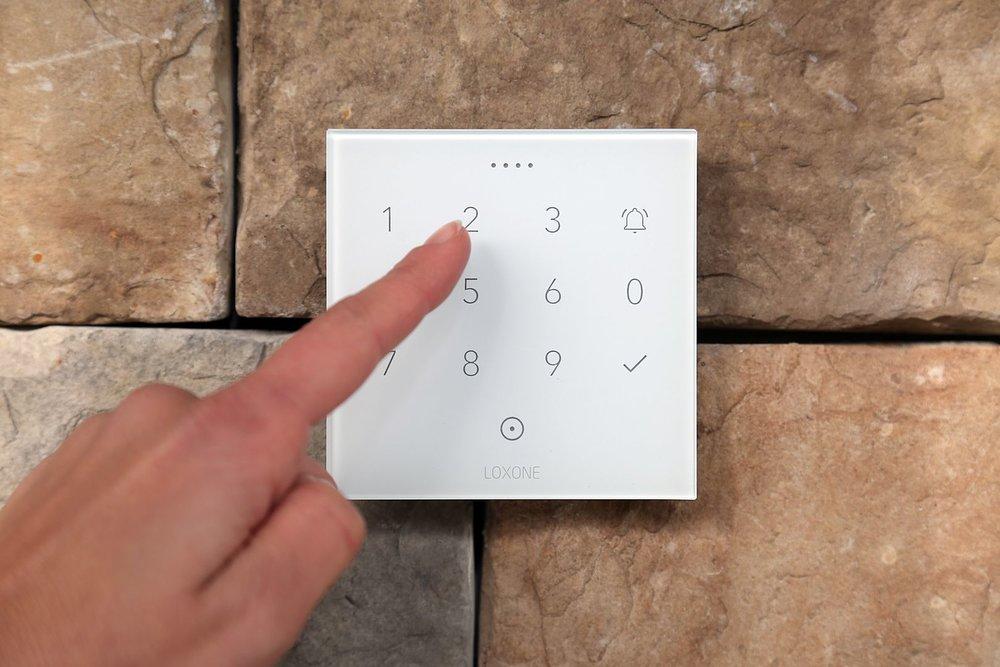 Co je Smart Home? Bezpečnostní tlačítko můžete ovládat dotykově